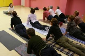 Curso de yoga con personas mayores de Basauri.